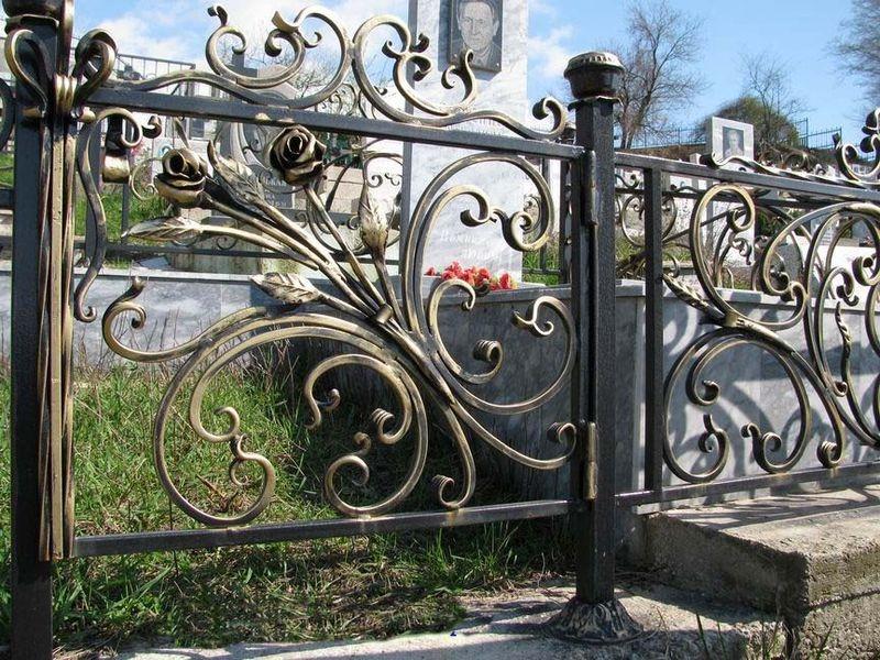 Кованая ритуальная ограда К-8