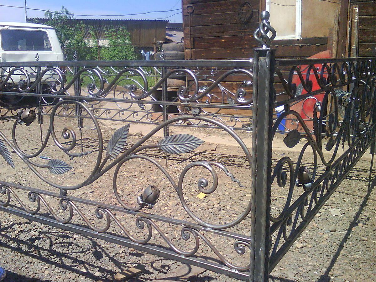 Кованая ритуальная ограда К-9