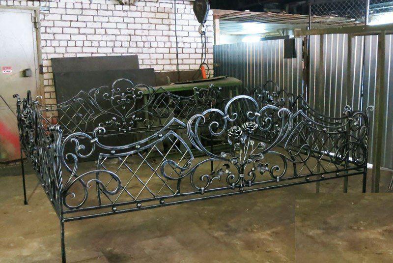 Кованая ритуальная ограда К-5