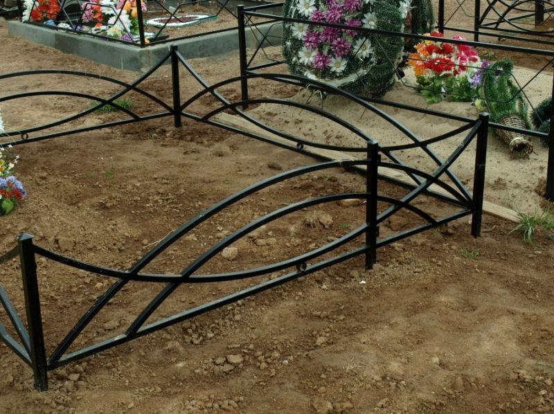 Металлическая ритуальная ограда М-1