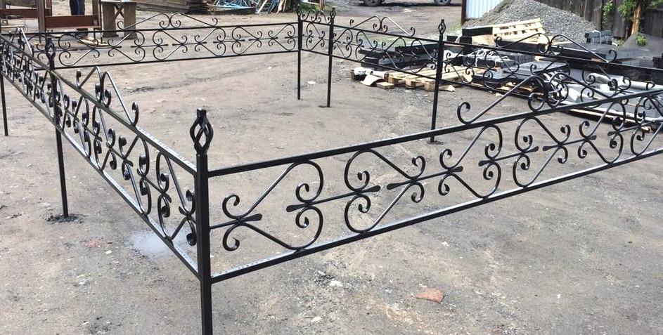 Металлическая ритуальная ограда М-5