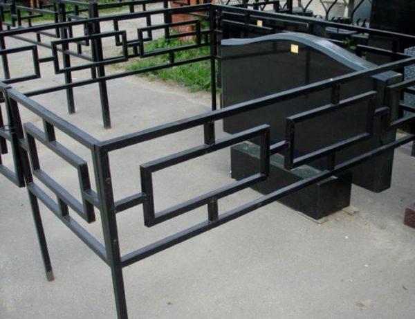 Металлическая ритуальная ограда М-8