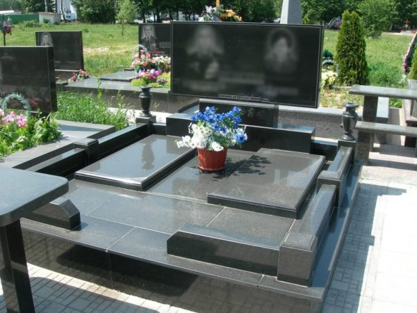 Памятник на могилу из гранита Г-5