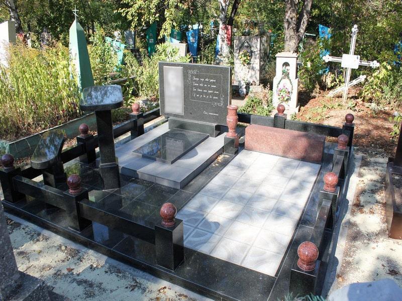 Памятник на могилу из гранита Г-9