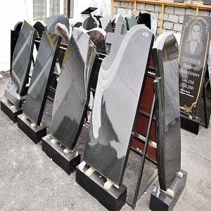 Наши работы: памятники из черного мрамора
